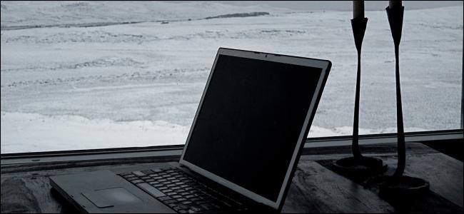 frozen-laptop-and-snow